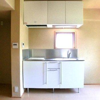 キッチン側。小窓が嬉しい。※写真は前回募集時のものです
