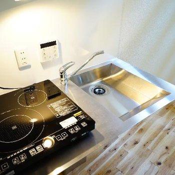 キッチンはステンレスでかっこいい。