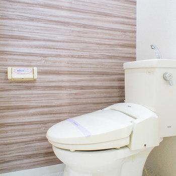トイレの壁紙もオシャレ!※ウォシュレット付き