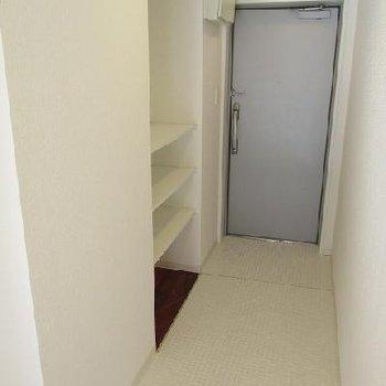 玄関も広め。※写真は別部屋