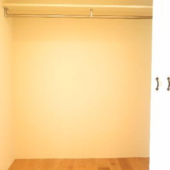 ベッドルームの収納スペース。大きいです
