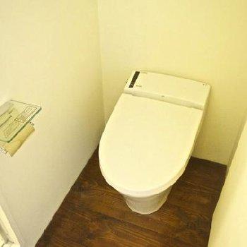 トイレも無垢の床です※写真は別部屋です
