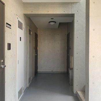 今回のお部屋は角部部屋です。