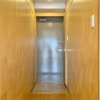 玄関にも照明が付いているので明るいです。