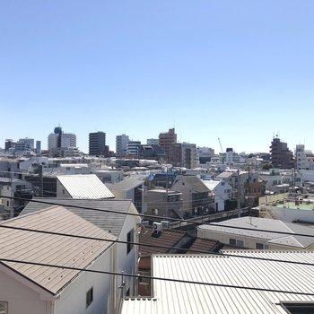 こちらは居室の窓からの眺め。見晴らし良いですね。