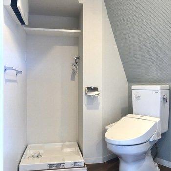 トイレの横に洗濯機置き場です。