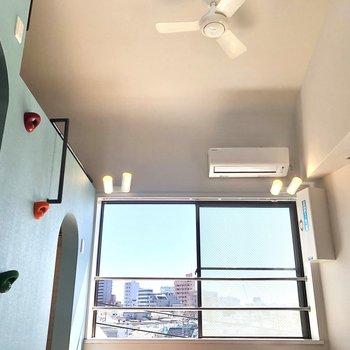 天井が高く、窮屈な感じがしません。 いざロフトへ。