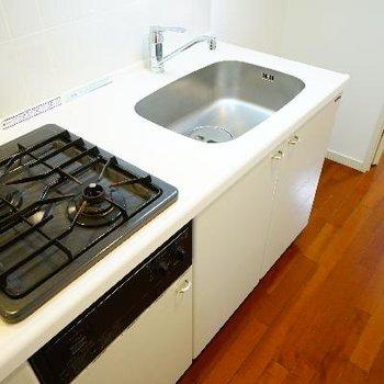 キッチンはゆったり2口ガスにグリル付き!