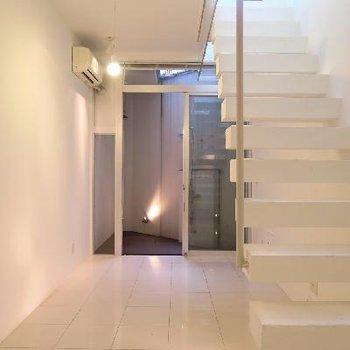 真っ白デザイナーズ空間。