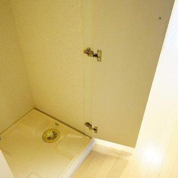 玄関横に洗濯機を。隠せます!