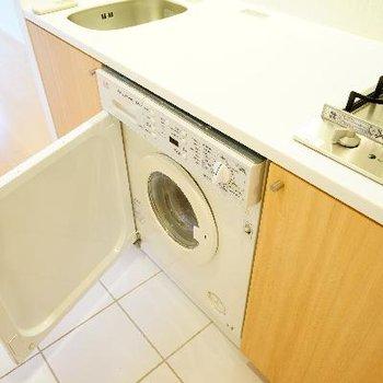 下には洗濯機がうめこまれています!