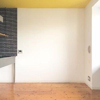 キッチンのタイルと天井が可愛い!