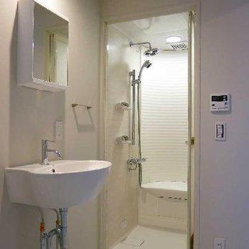 シャワー室!外国みたいだなぁ!※写真は別部屋
