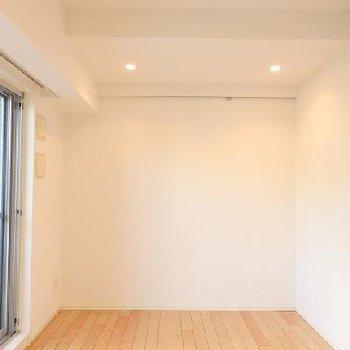 こちらの壁にはフックがあります※写真は別部屋