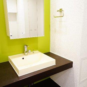 グリーンが爽やかな洗面台!