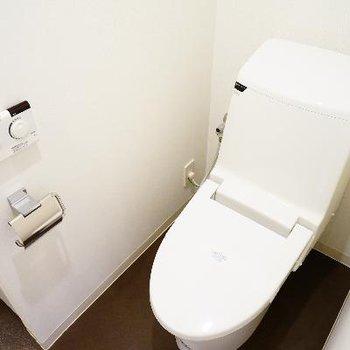 トイレはウォシュレットもついてキレイです♪