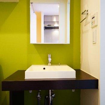 爽やかなグリーンがお洒落な洗面台!