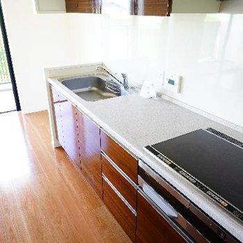 キッチンも幅広です!IH3口で使い勝手も◎