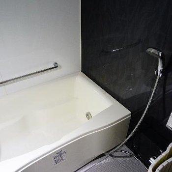お風呂も広くて機能的!