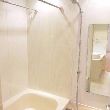 ゆったりお風呂(※画像は406号室のものです)