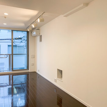 【2階】間接照明がおしゃれに空間を演出してくれています。