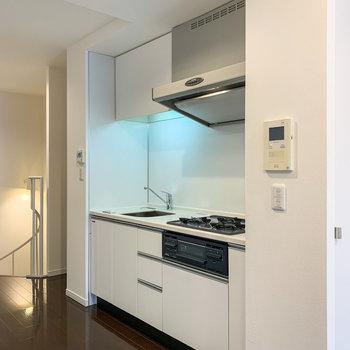 【2階】さて、気になるキッチンへ。