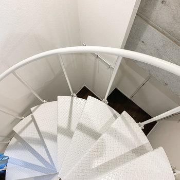 さて、螺旋階段を下りて1階へ。