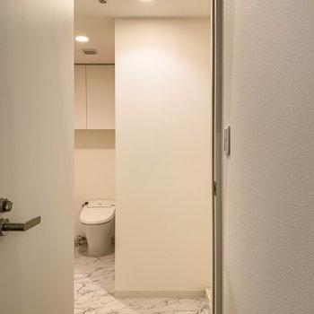 【1階】さて、気になるサニタリールームへ。