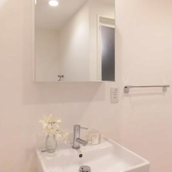 お部屋に合ったシンプルな洗面台