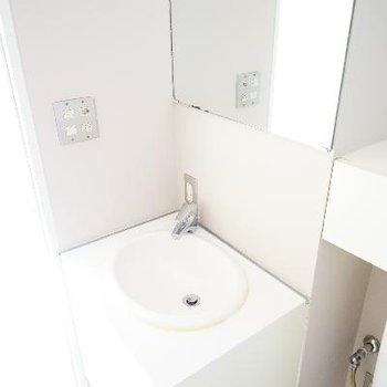 真っ白洗面台!※前回募集時の写真です。