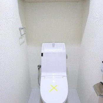 棚付きトイレ。