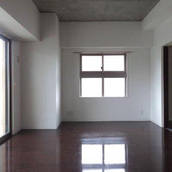 角部屋・2面採光。やっぱり角部屋がいいな。※写真は別部屋