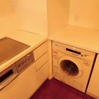 備え付けの洗濯機です