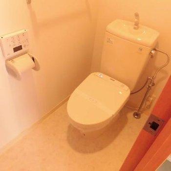 個室のトイレは落ち着きますね