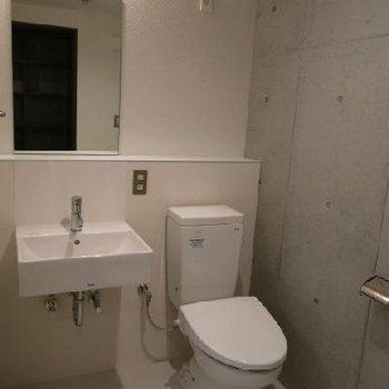 水回りはクール。ここに洗濯物を干す事も可能。※写真は別室
