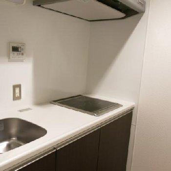 キッチン。使いやすそうに区切られています。※写真は別室
