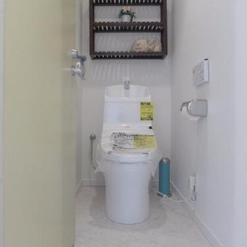 トイレはウォシュレット!白でピカピカ