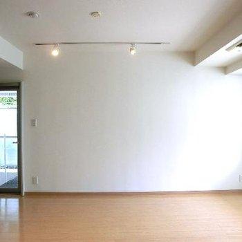 左側にキッチン、その後ろに謎の扉です♪※答えは次の写真→※写真は前回募集時のものです