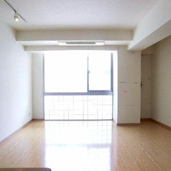 明るい1階。リビングルーム。完璧すぎる。※写真は前回募集時のものです