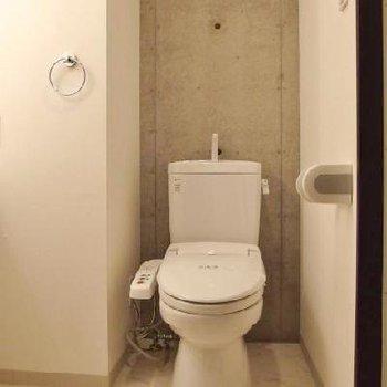 トイレの裏コンクリ※写真は別部屋
