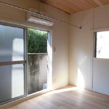 天井もこだわりの無垢張り。 ※写真は別部屋です