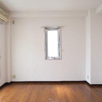 ゆったりめのサイズ感の寝室が嬉しい!