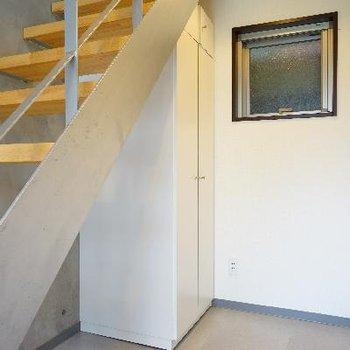 階段下には収納が!