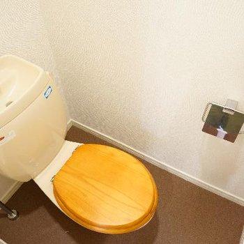 トイレは木製便座です。温もりありますね。※写真は前回募集時のもの