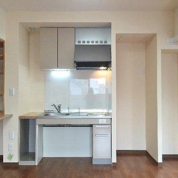 キッチンはシンプルにIHなのだ。