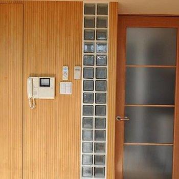 壁も様々な素材からできています※写真は別のお部屋です