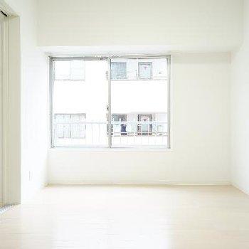 真ん中の洋室にもちゃんと窓あります♪