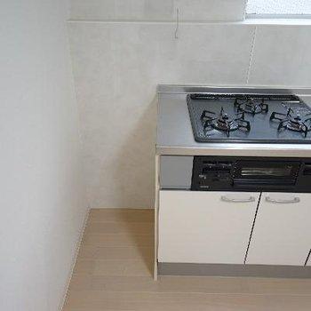 キッチン横には冷蔵庫は置けなさそう・・