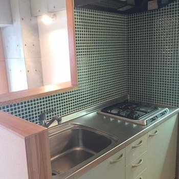 グリーンのキッチン♪(写真は別部屋)