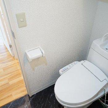 トイレも新しくウォシュレットも!